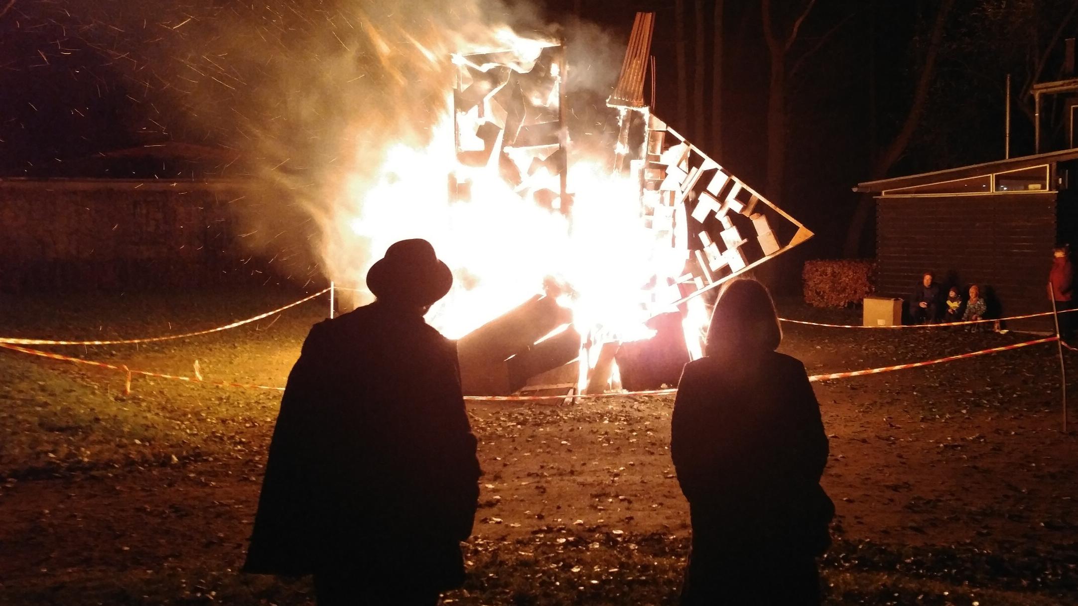 Feuerskulptur mit Elias Haisch